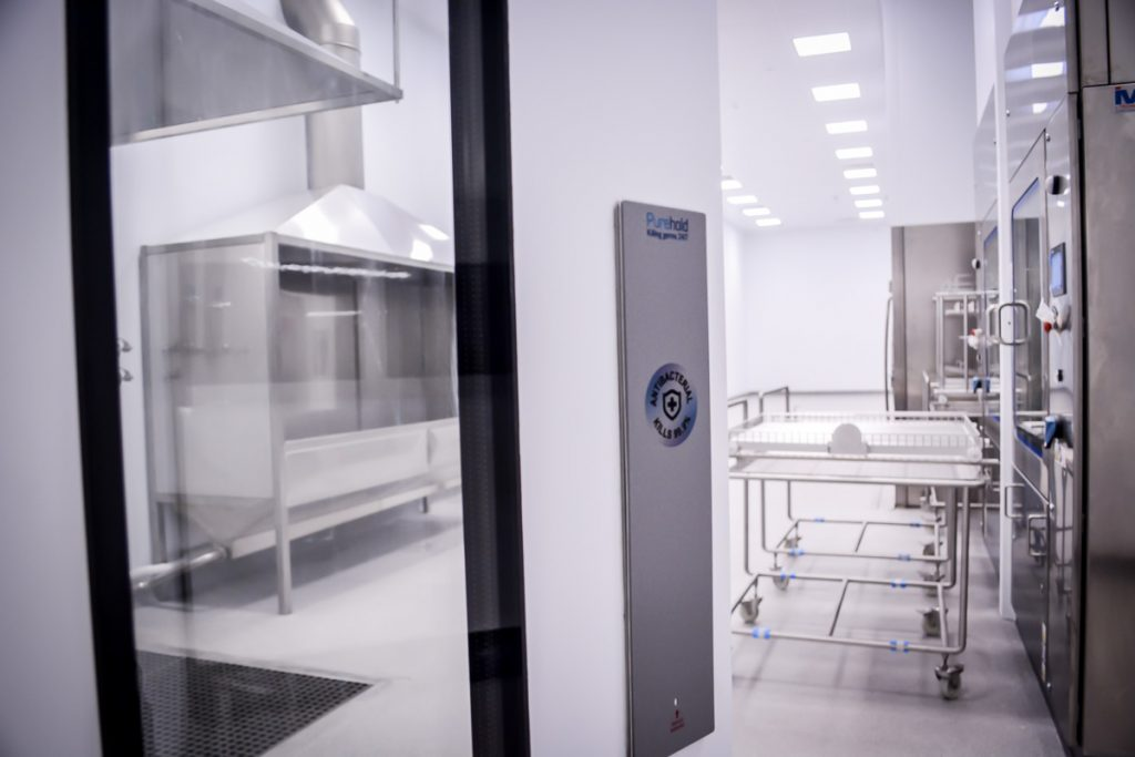 gmp-hygiene-facility-sterile-wash-machinery-containment-pressure-pharmaceutical-manufacturing-09